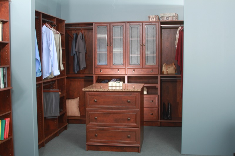 Closet cabinets room ideas closet cabinets closet makeover for Woodtrac closets